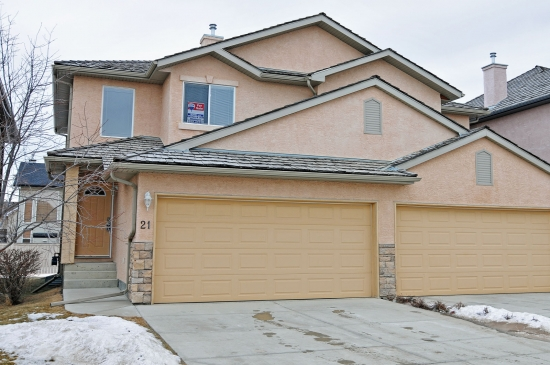 Just listed royal view estates 3 bedroom condo with for Condo plans with garage